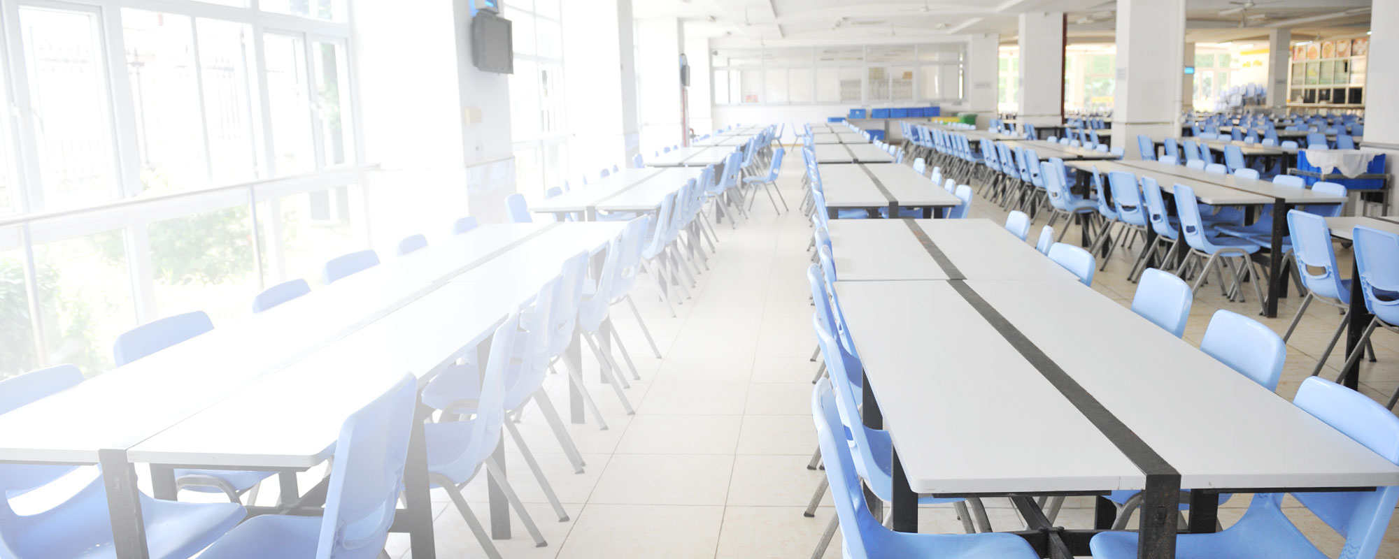 School cafeteria ready for lunch